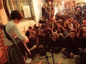 The crowd at a Sofar Sounds show.