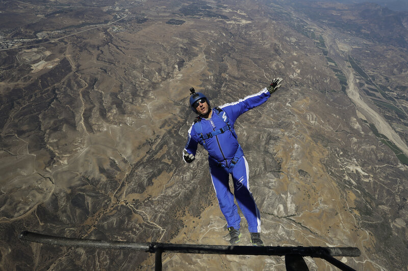 9c69e41b9f1b Skydiver Luke Aikins Sets Record For Highest Jump Without Parachute ...