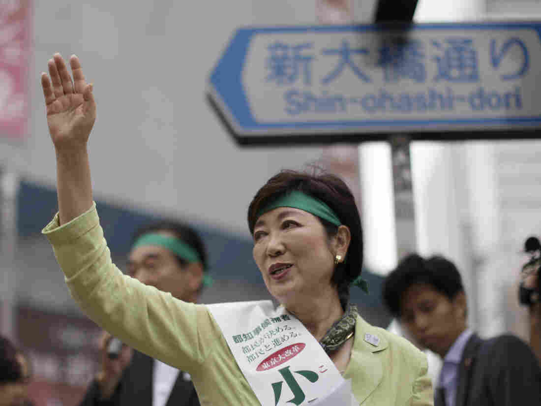 Former defense minister Yuriko Koike waves at passersby during her campaign rally for the Tokyo gubernatorial election in Tokyo on Friday.