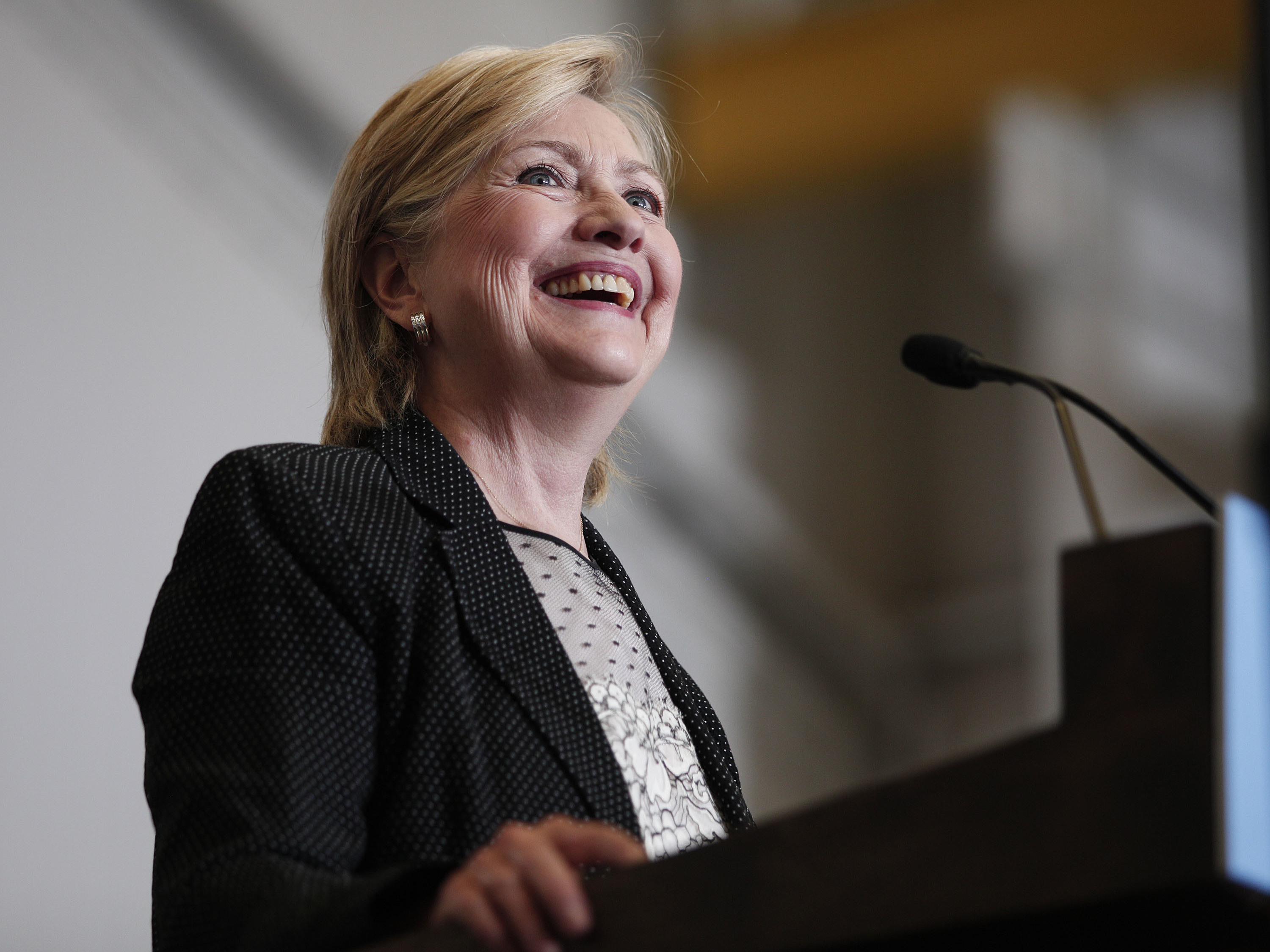 Clinton denies foundation ties to State Department