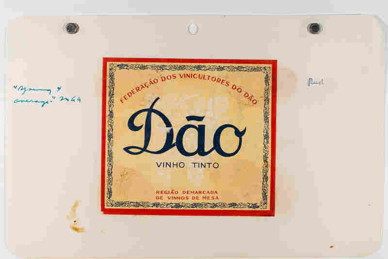 A label for a Portuguese red wine