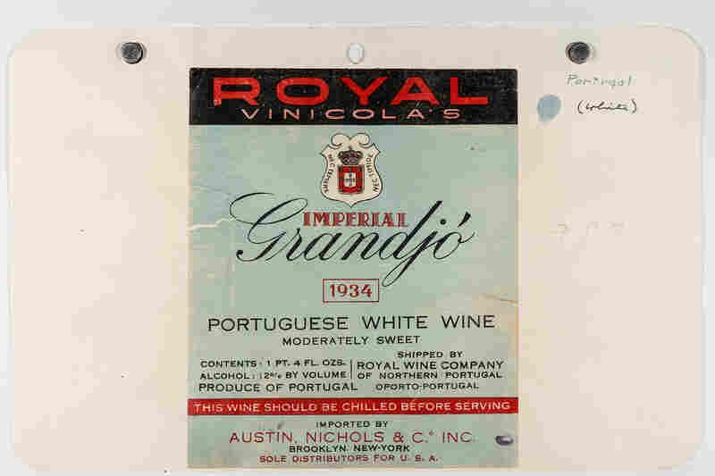 A label for a Portuguese white wine