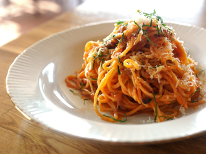In Italy and the U.S., restaurants are pledging to use sales of Amatrice's signature dish, spaghetti all' amatriciana, to raise funds for devastated Italian town.