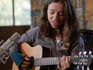 Ani DiFranco performs live for Folk Alley.