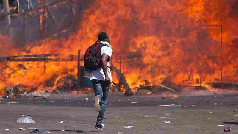 Police Break Up Zimbabwe 'Mega-Demonstration' In Defiance Of Court Order