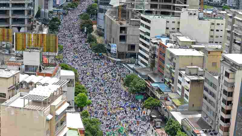 PHOTOS: Venezuelans Take To The Streets In Protest Against The Government