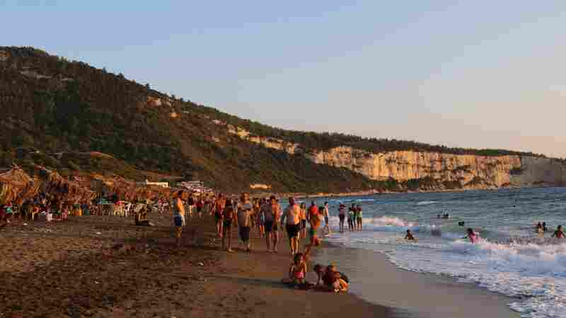 Syria Tourism Ministry: Come For Sunny Beaches, Don't Mind The Civil War
