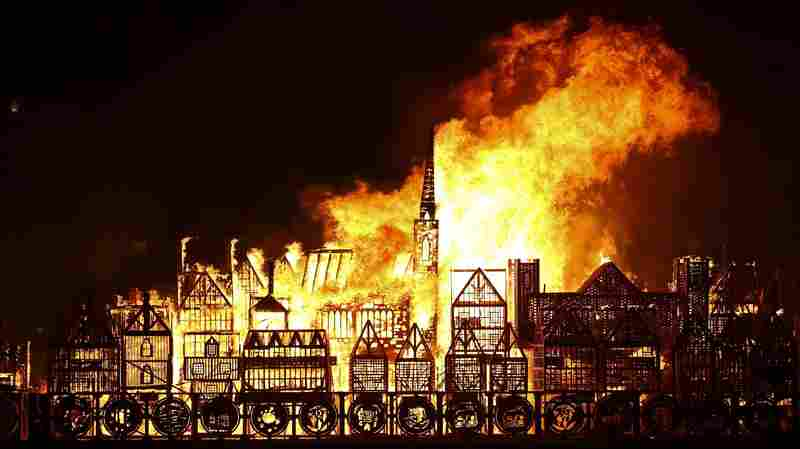 PHOTOS: Model London Set Afloat, Then Aflame, To Remember Great Fire