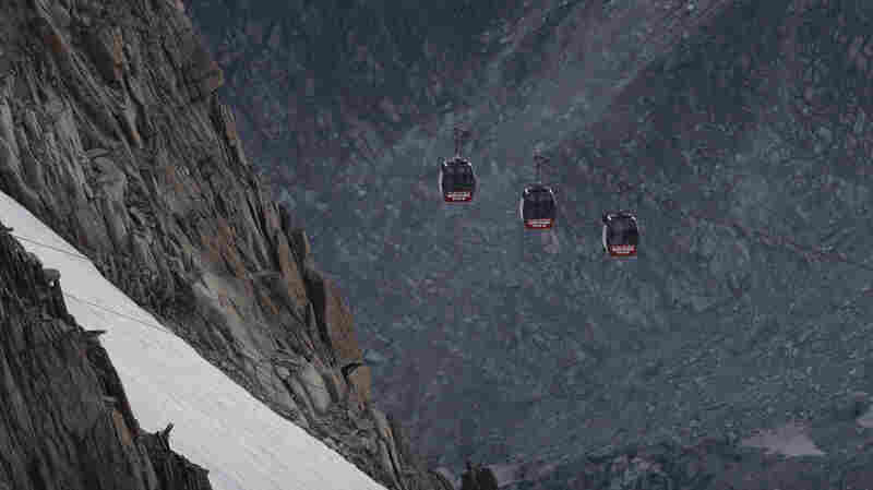 After Cable Cars Got Stuck In The Alps, Dozens Spent Night Suspended In Midair