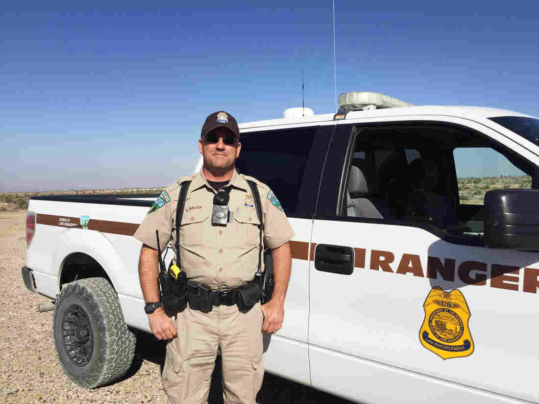 Federal officers face hostility amid tension over control for Bureau land management