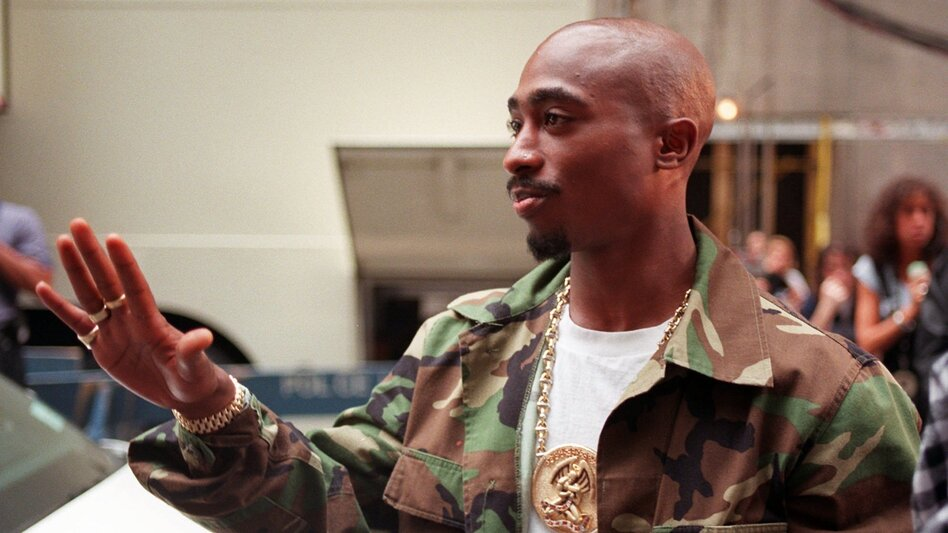 Rapper Tupac Shakur arrives at New York's Radio City Music Hall on Sept. 4, 1996. (AP)