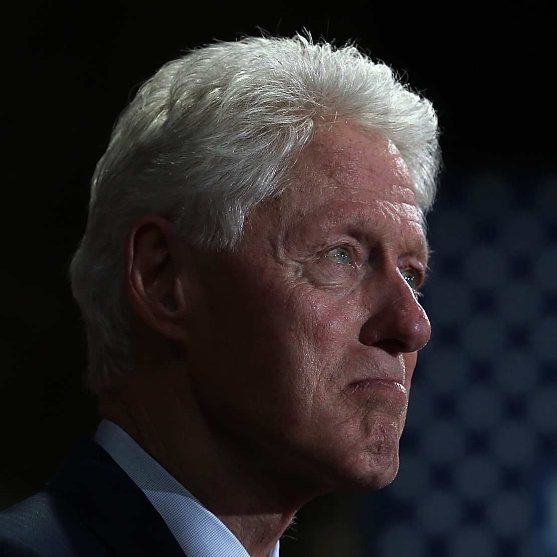 Bill Clinton hosts last charity event amid election scrutiny