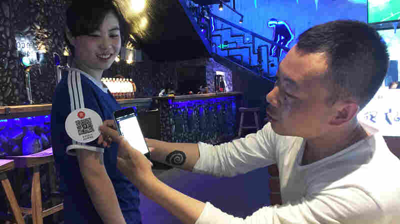 Long Absent In China, Tipping Makes A Comeback At A Few Trendy Restaurants