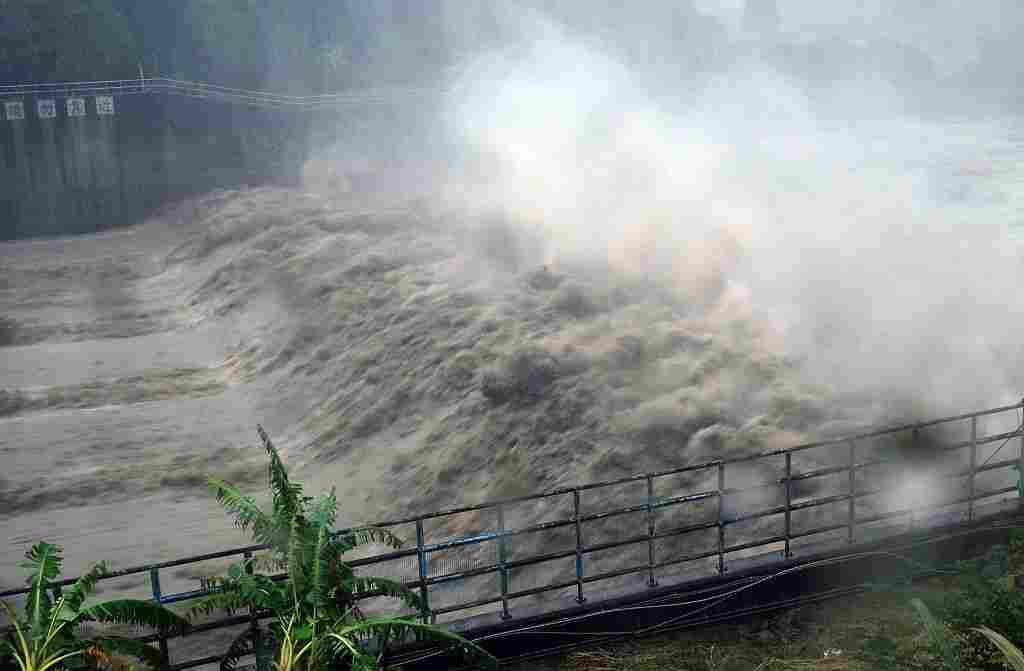 At least 1 dead, over 30 missing in China landslides
