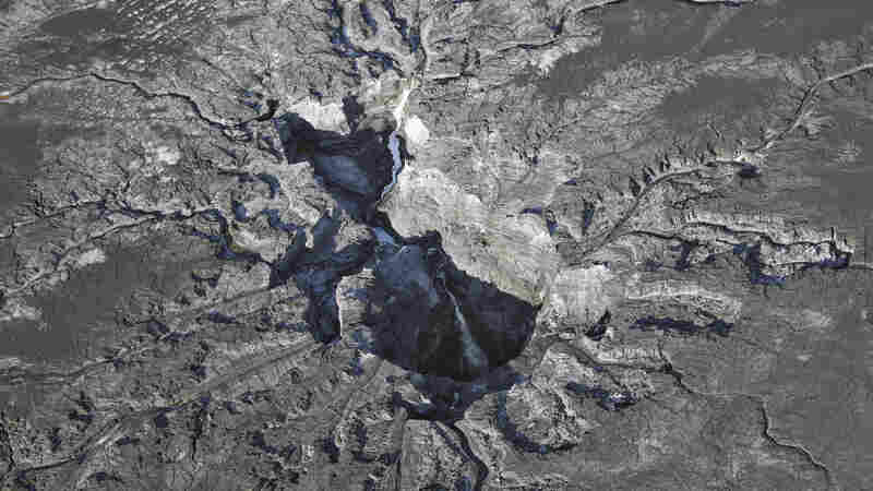 Giant Sinkhole At Florida Plant Leaks Polluted Water Into State Aquifer