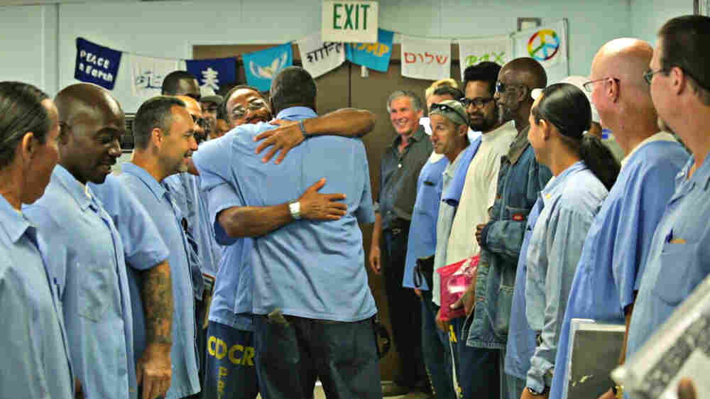 Psychologist Helps San Quentin Prisoners Find Freedom Through Self-Reflection
