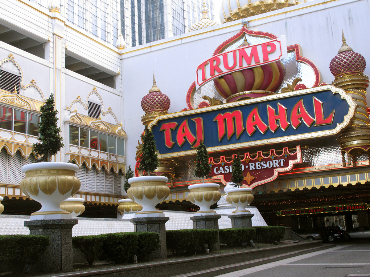 Oct 10,  · Watch video · The Trump Taj Mahal, an iconic casino hotel on the Atlantic City boardwalk, ceased operations Monday after hemorrhaging money for years and negotiations with an employees' union broke down.