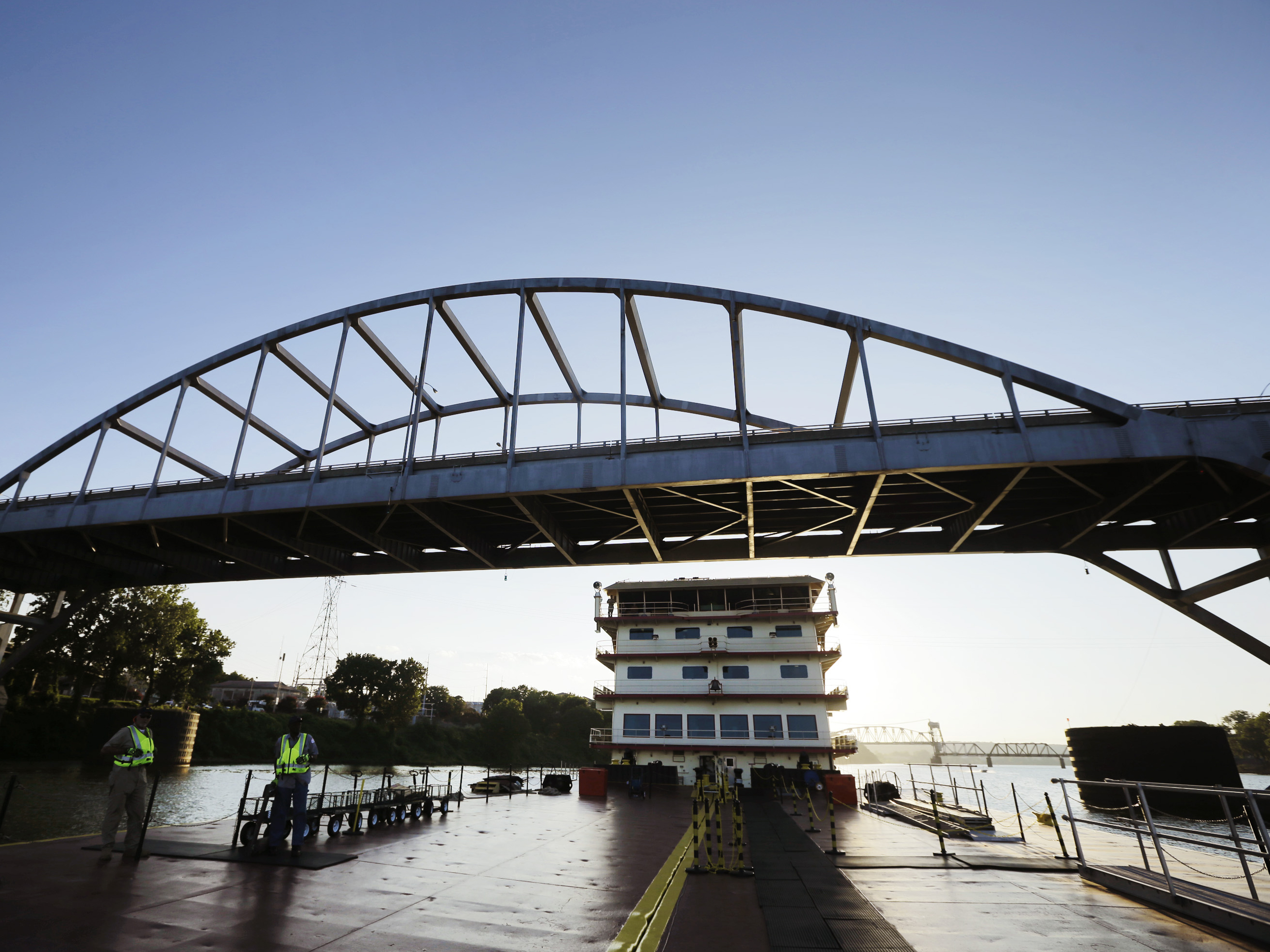 Explosives fail to bring down 93-year-old Arkansas bridge