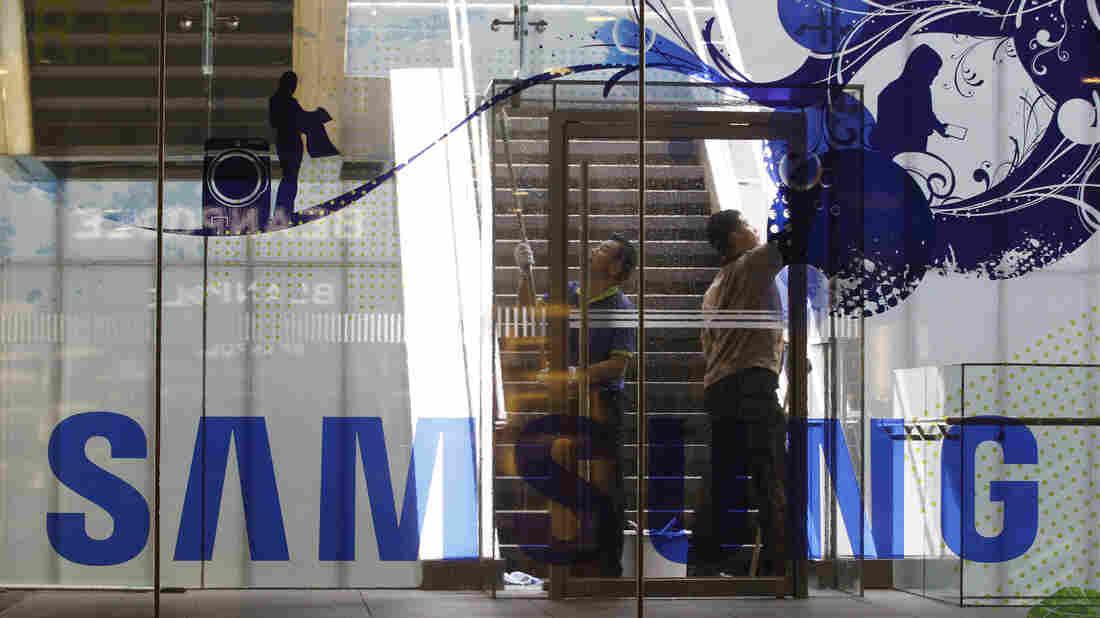 Wells Fargo CEO quits amid scandal over bogus accounts, successor named