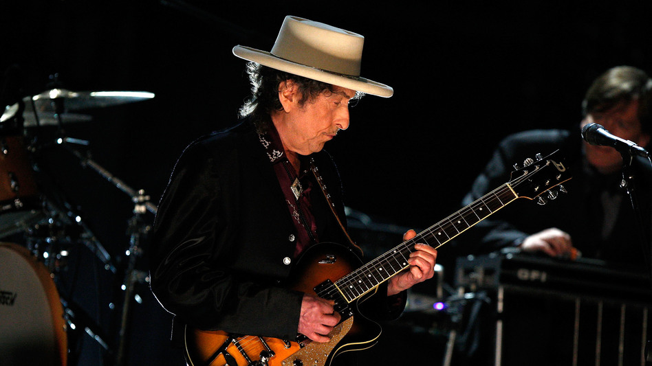 Bob Dylan performs in Culver City, Calif. in June 2009. (Getty Images)