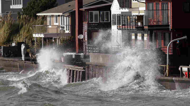 Storm Leaves Thousands Without Power In Pacific Northwest