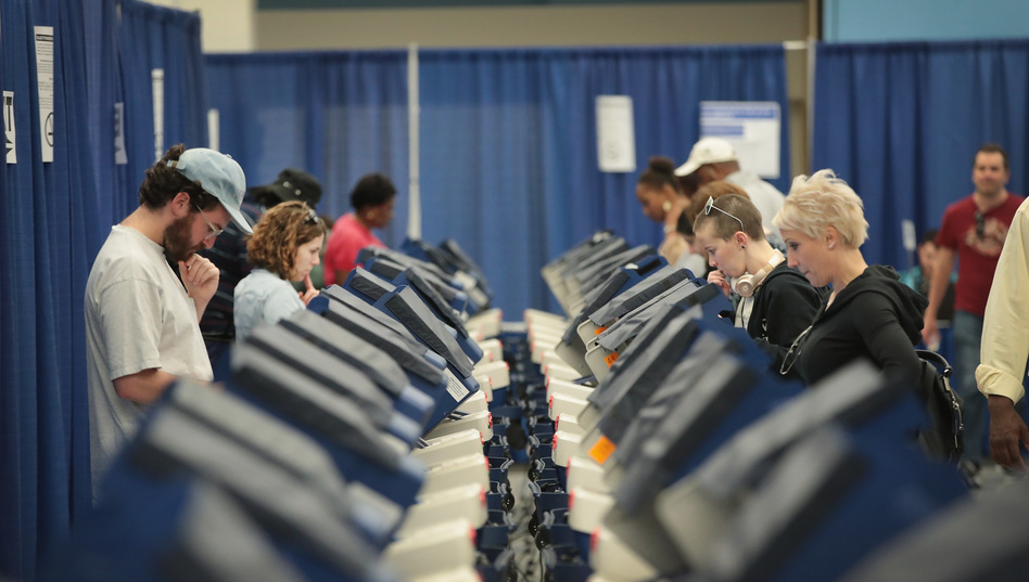 Chicago residents cast early ballots on Tuesday for the Nov. 8 election. (Scott Olson/Getty Images)