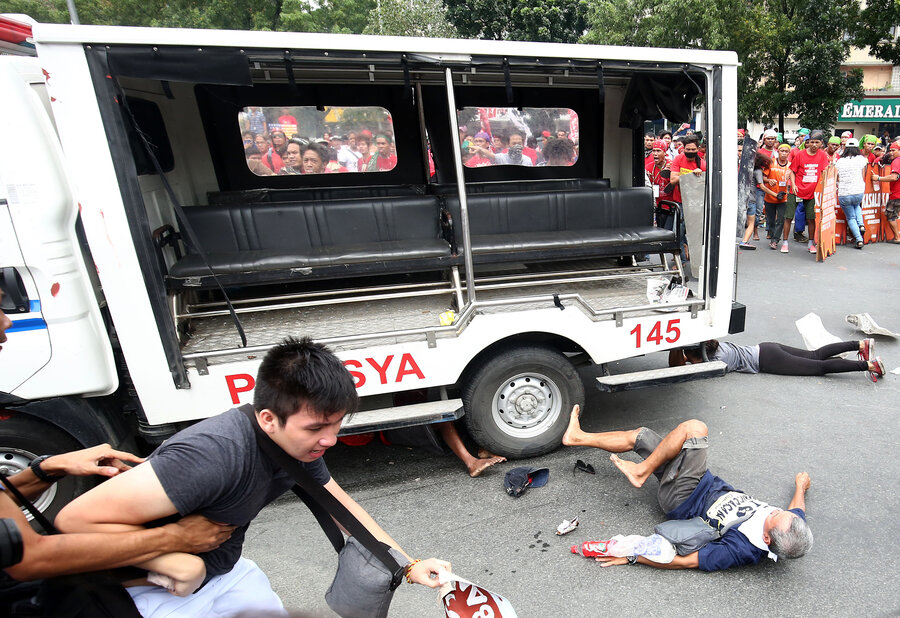 Police Van Rams Protesters At Anti U S Demonstration In Philippines