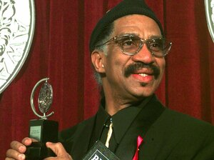 Garth Fagan accepts the 1998 Tony award for Best Choreography for The Lion King.