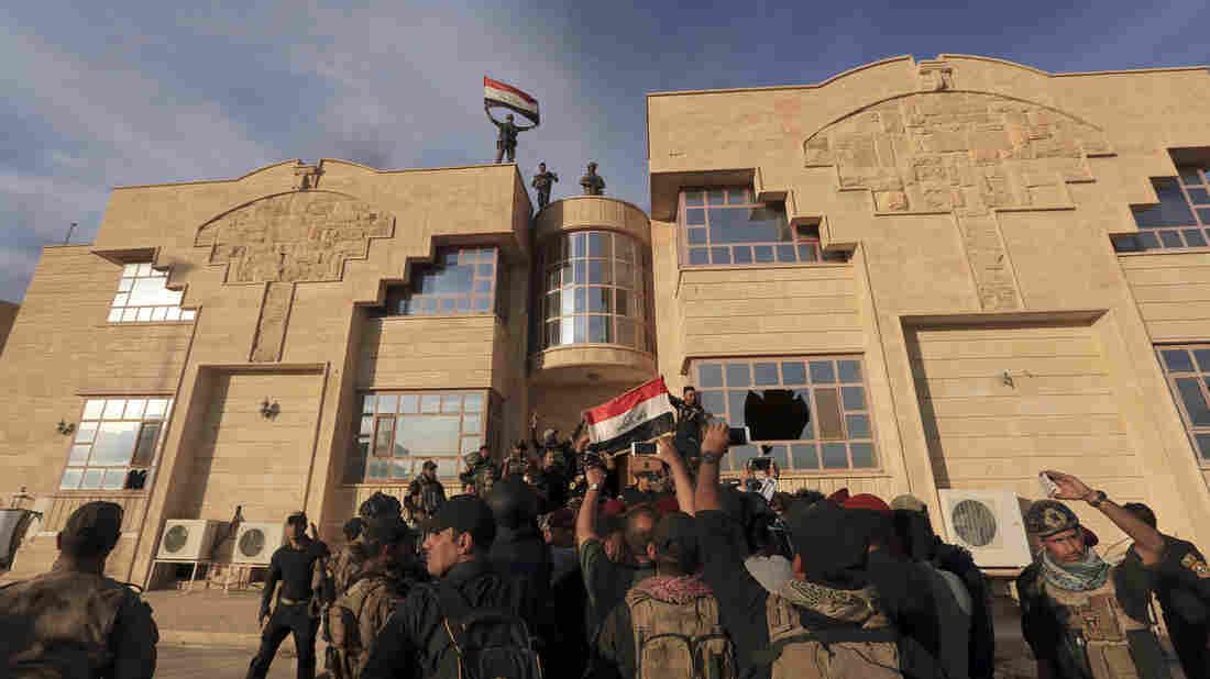 Iraqis seize IS town in dawn raid