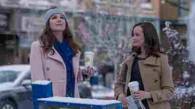 Ahead Of Revival, 'Gilmore Girls' Fans Descend On The 'Real' Stars Hollow