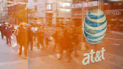 Presidential Campaigns Blast AT&T-Time Warner Merger