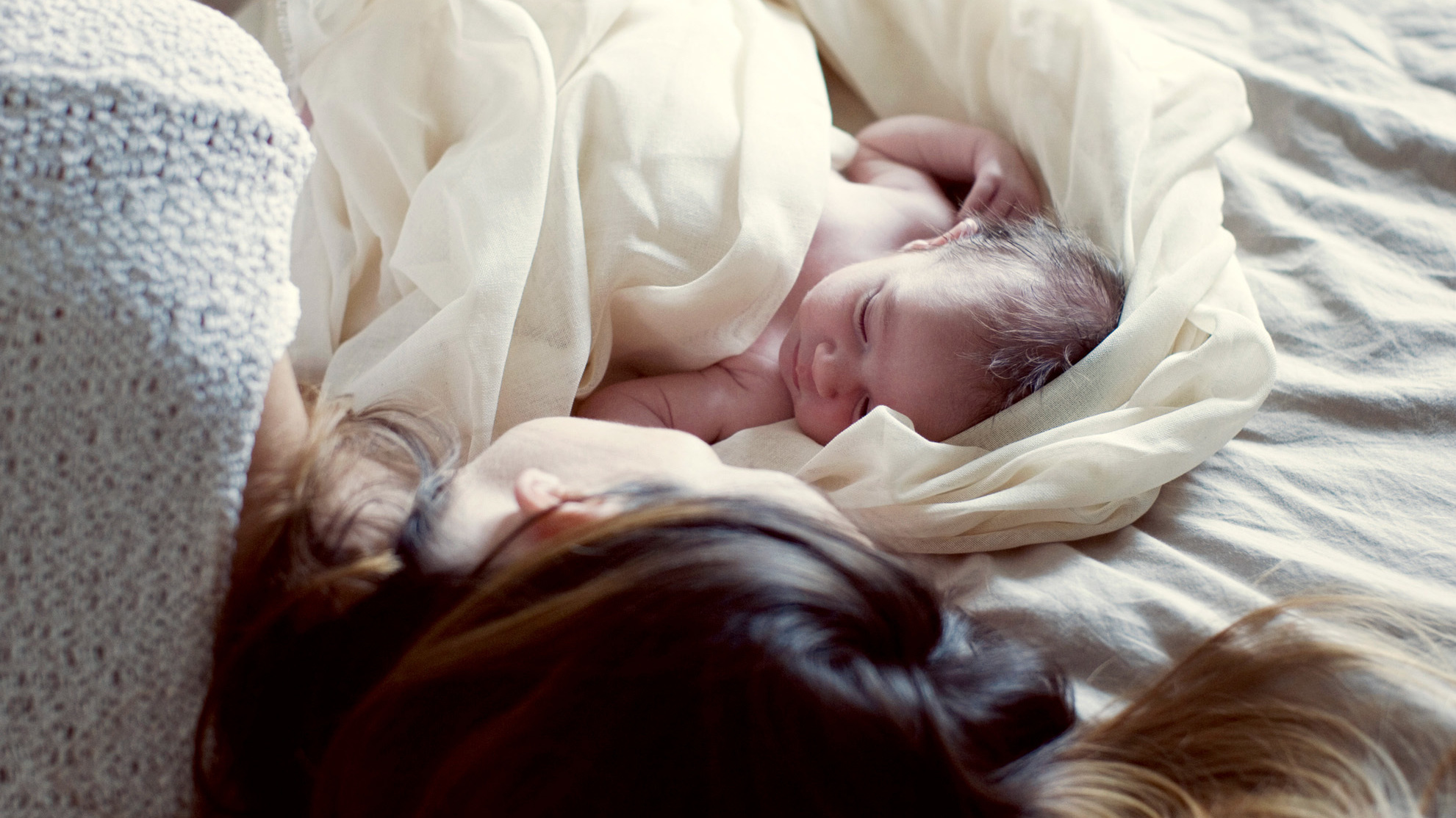 Pediatricians Acknowledge The Reality That Babies Sleep In Moms Beds Shots Health News Npr