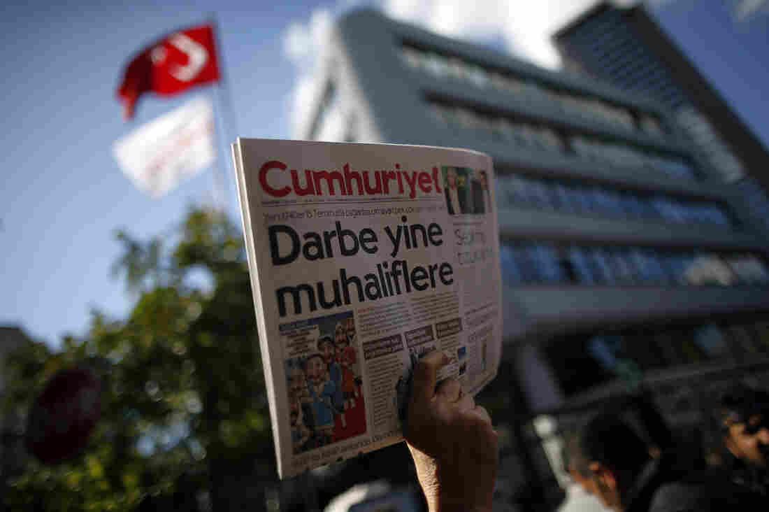 Turkey detains opposition newspaper staff
