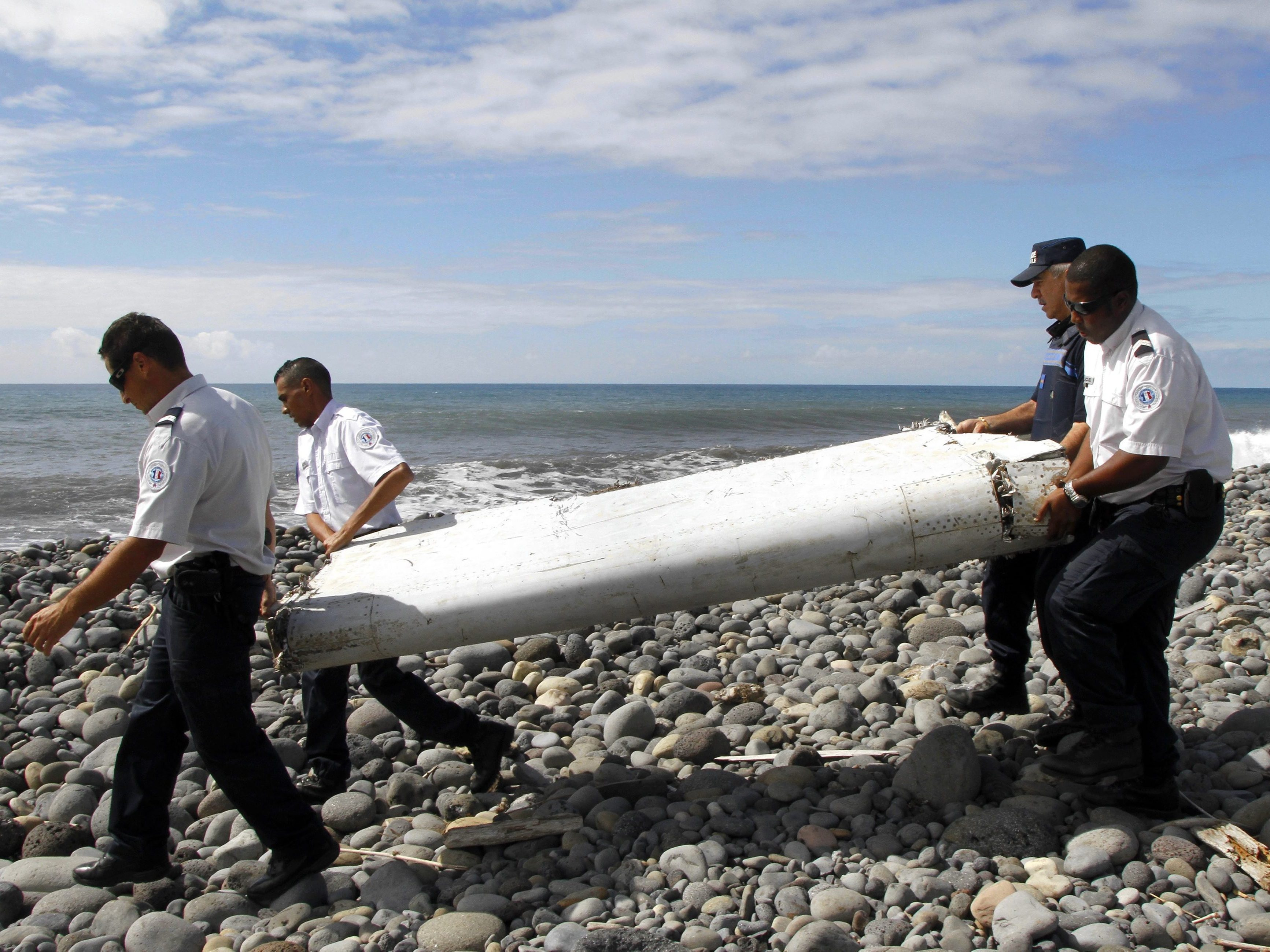 MH370 'was out of control' before crash