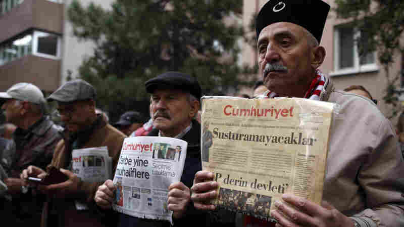 9 Journalists And Executives At A Leading Turkish Newspaper Are Arrested