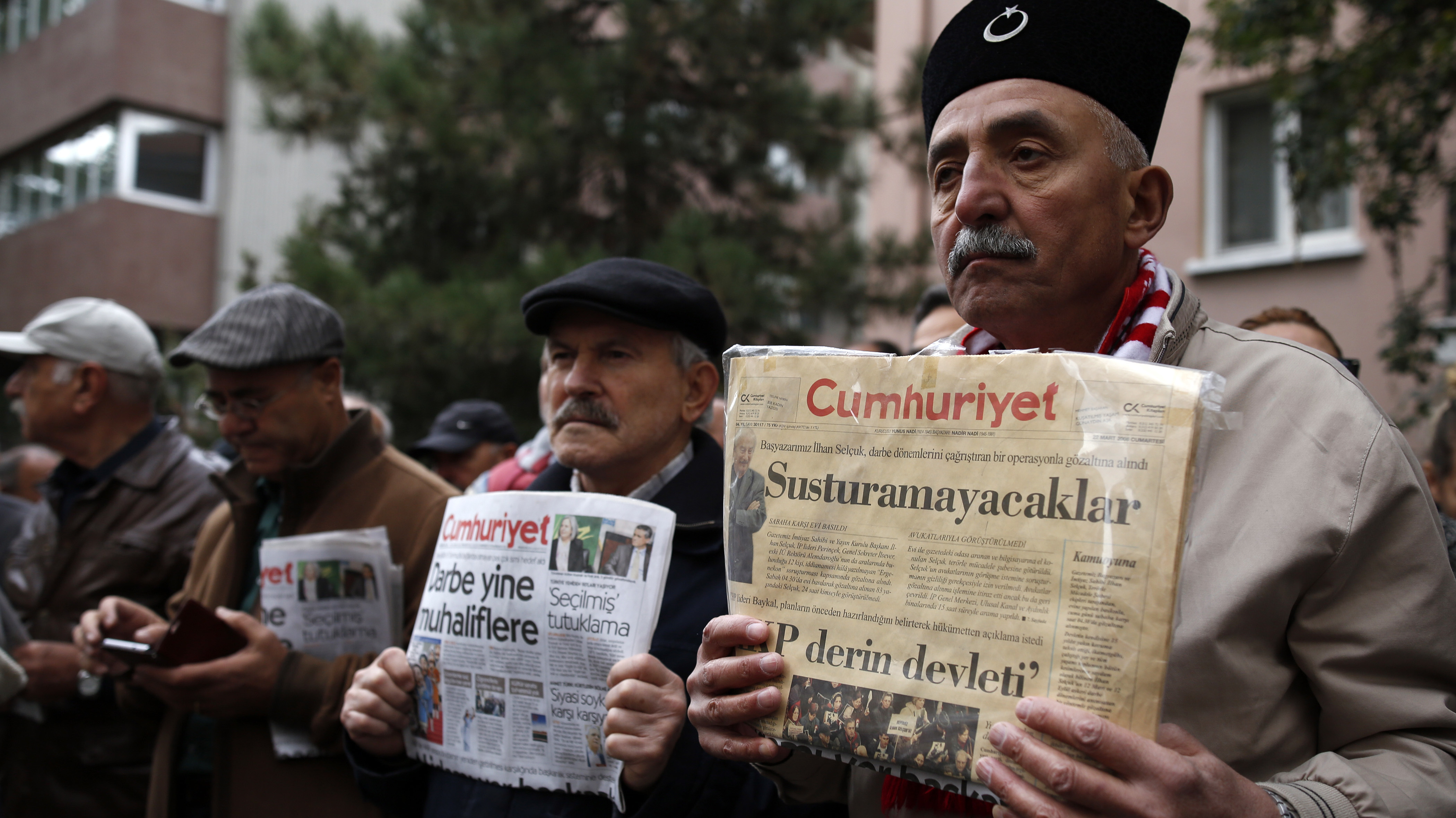 Turkey orders formal arrest of nine Cumhuriyet newspaper staff