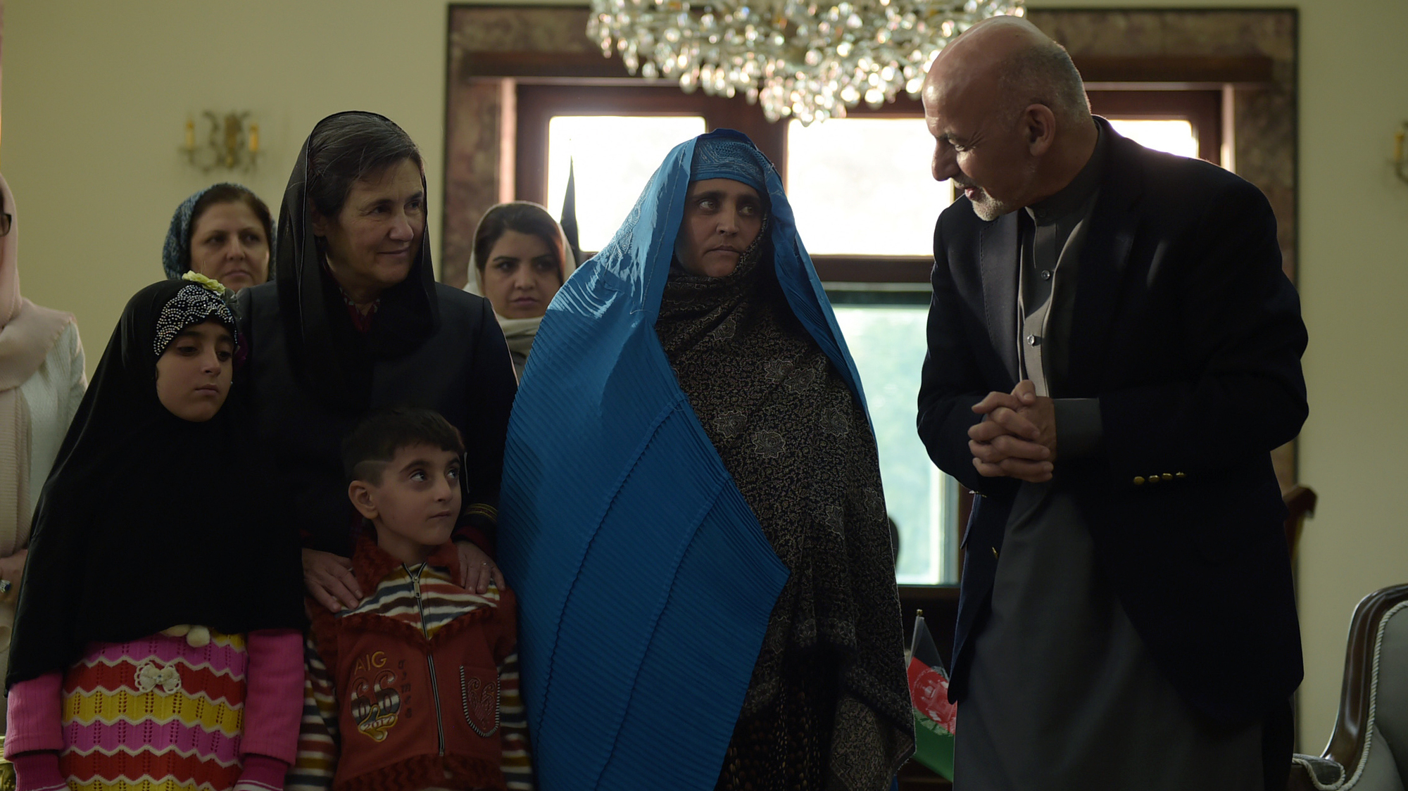 National Geographic green-eyed Afghan girl Sharbat Gula