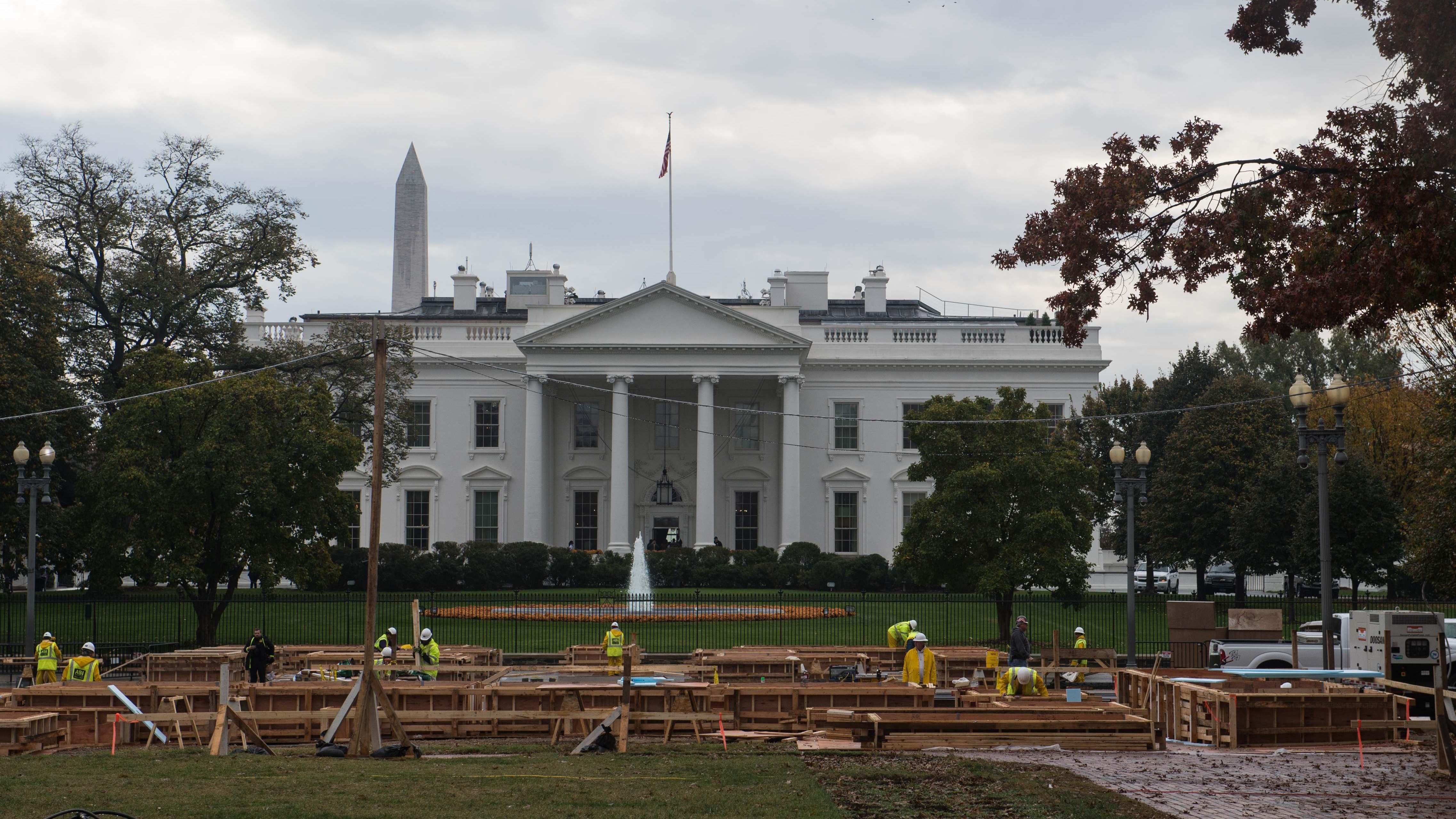 Obama congratulates Trump, invites him, Clinton to White House