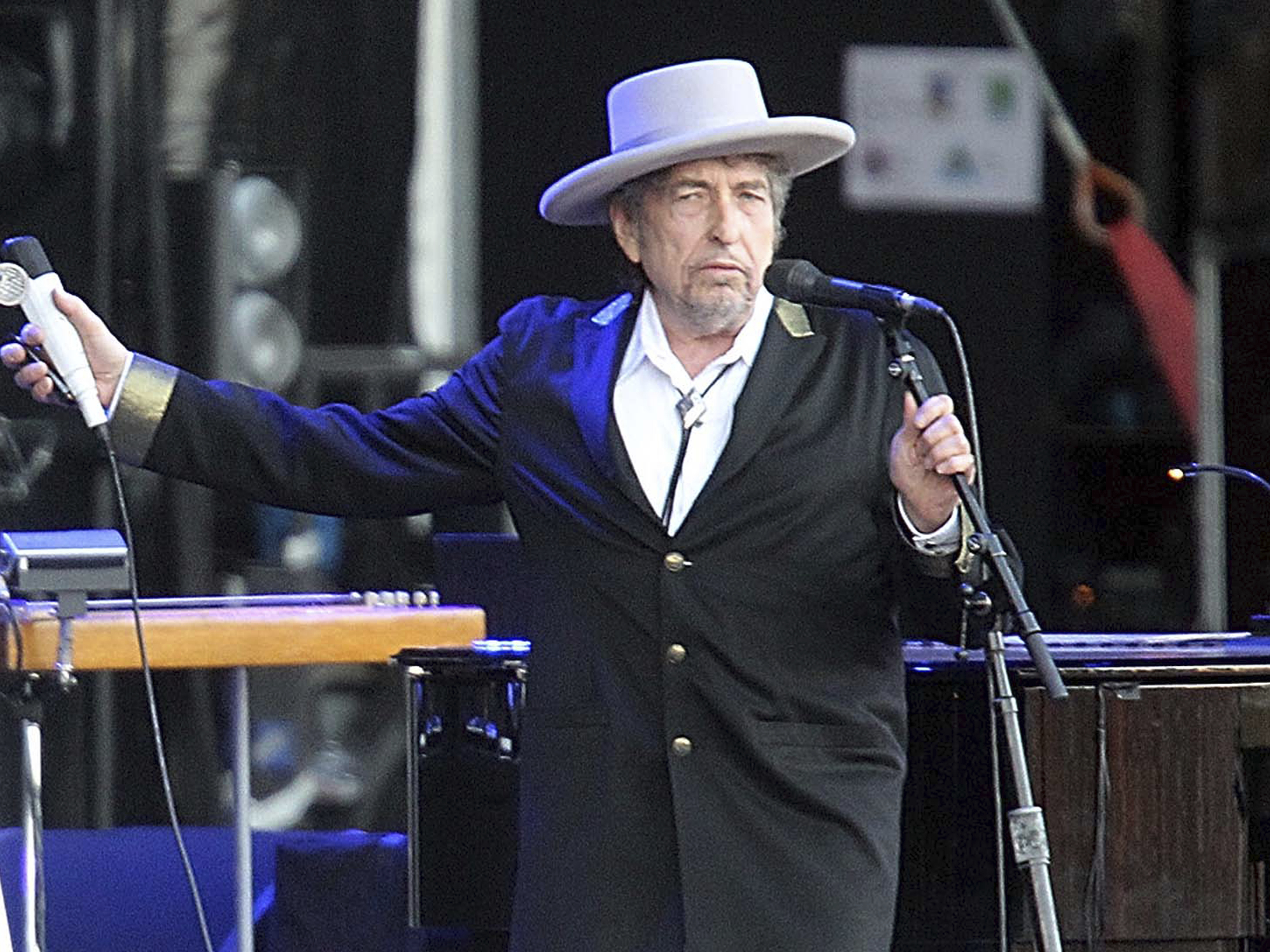 Academy: Dylan not coming to Stockholm to pick up his Nobel
