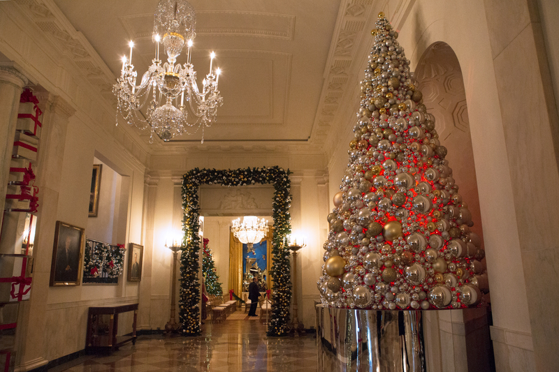 White House Grand Foyer : See what the last obama white house holiday decorations
