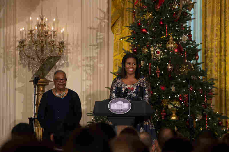 first lady michelle obama welcomes military families to the white house to view the 2016 holiday - Obama Christmas Decorations
