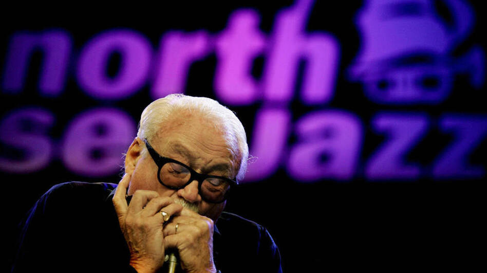 Toots Thielemans onstage at the North Sea Jazz Festival in the Netherlands in 2005. (AFP/Getty Images)