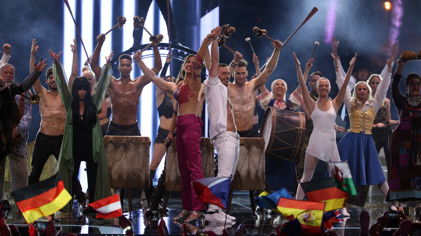 Tons of people onstage parodying dozens of iconic Eurovision acts