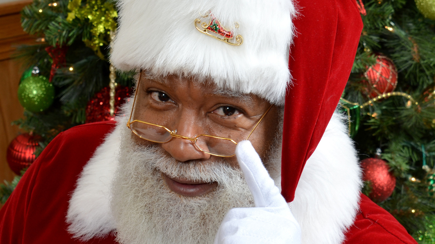 black santa claus larry jefferson is a hit at the mall of america