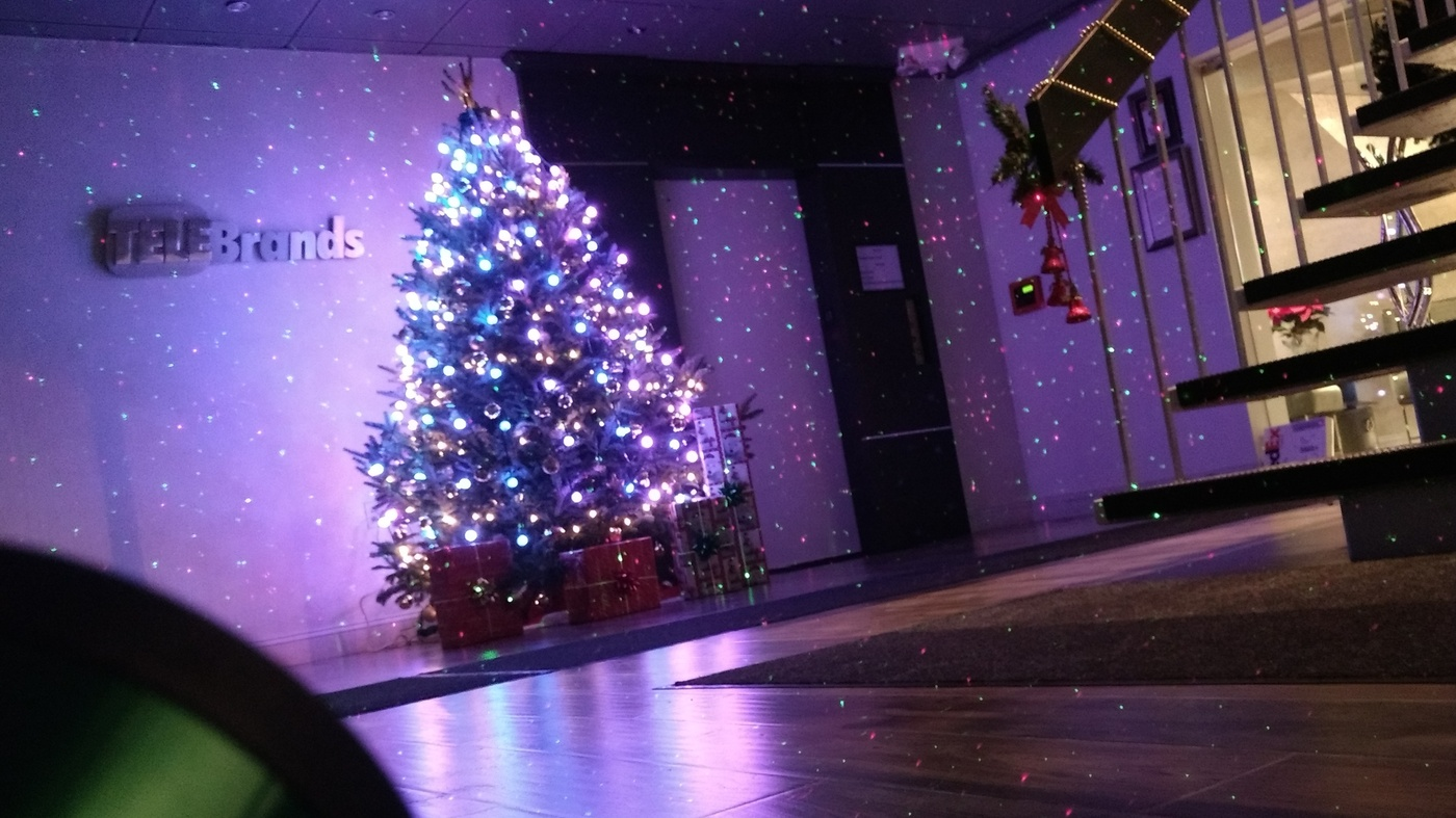 Christmas Laser Lights May Reduce Falls, But Purists Defend String ...