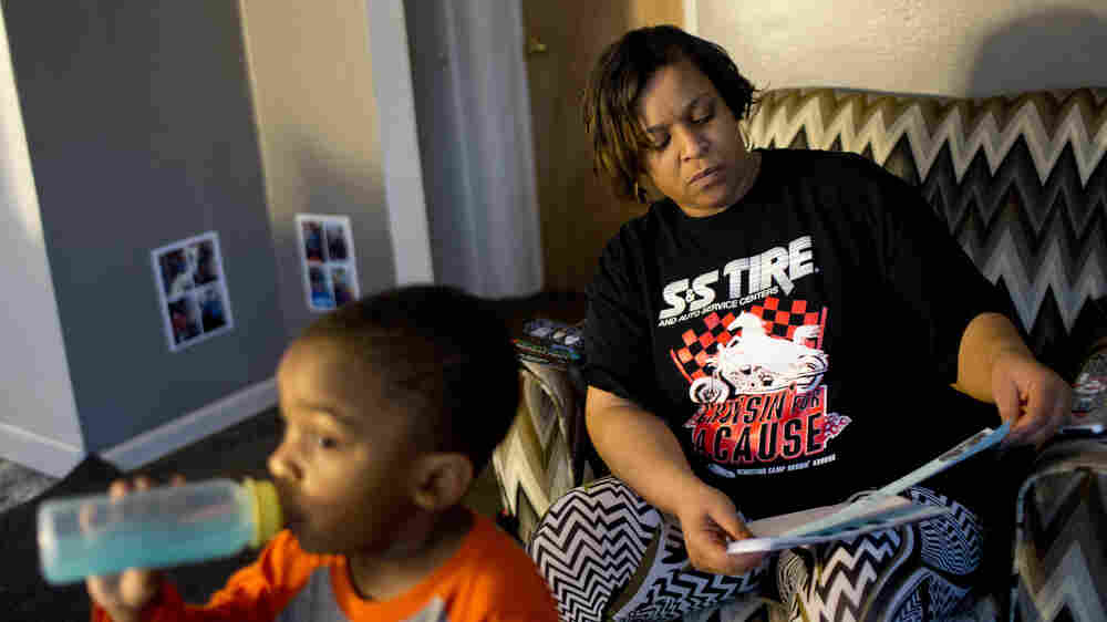 Despite Tough Year, Flint Mother Stays Strong For Her Children