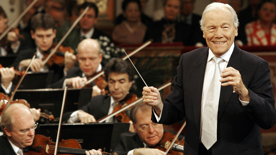 French conductor Georges Prêtre and the Vienna Philharmonic Orchestra perform a New Year's concert Jan. 1, 2008 in Vienna. (AFP/Getty Images)