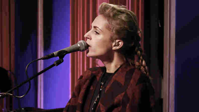 Agnes Obel, 'Familiar' (Live)