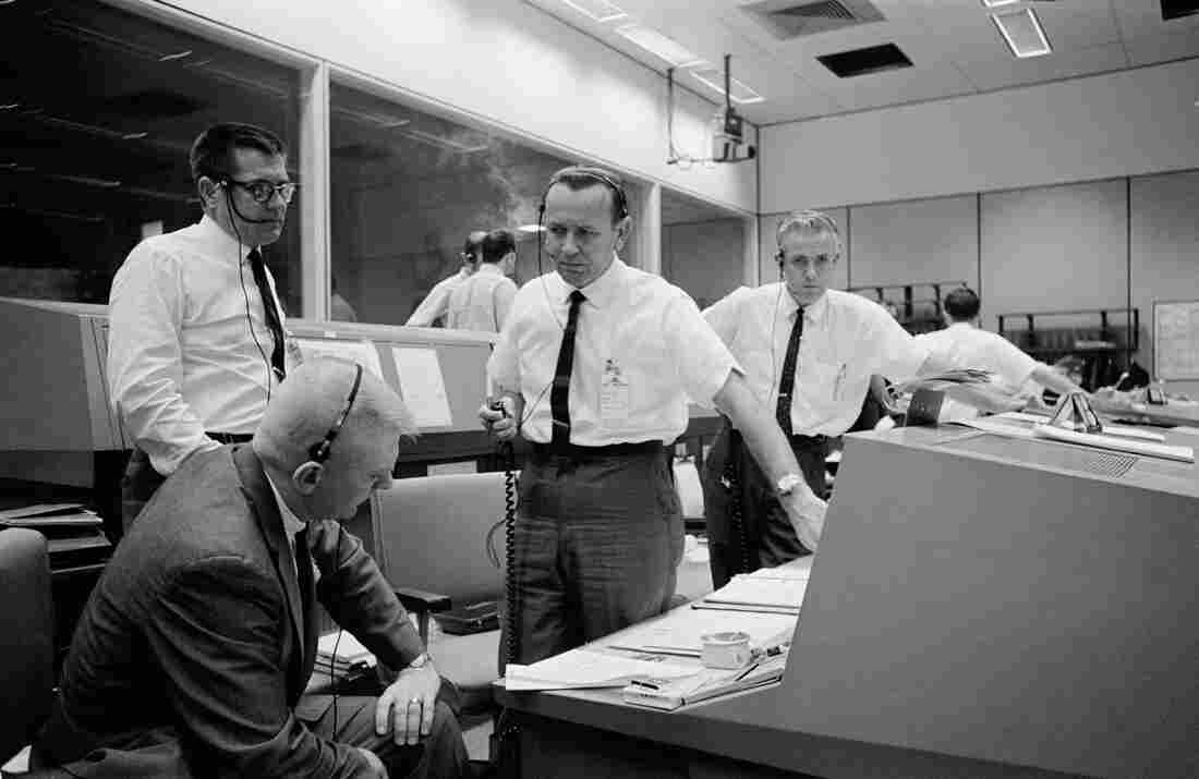 Chris Kraft: Key Apollo 11 director dies days after anniversary
