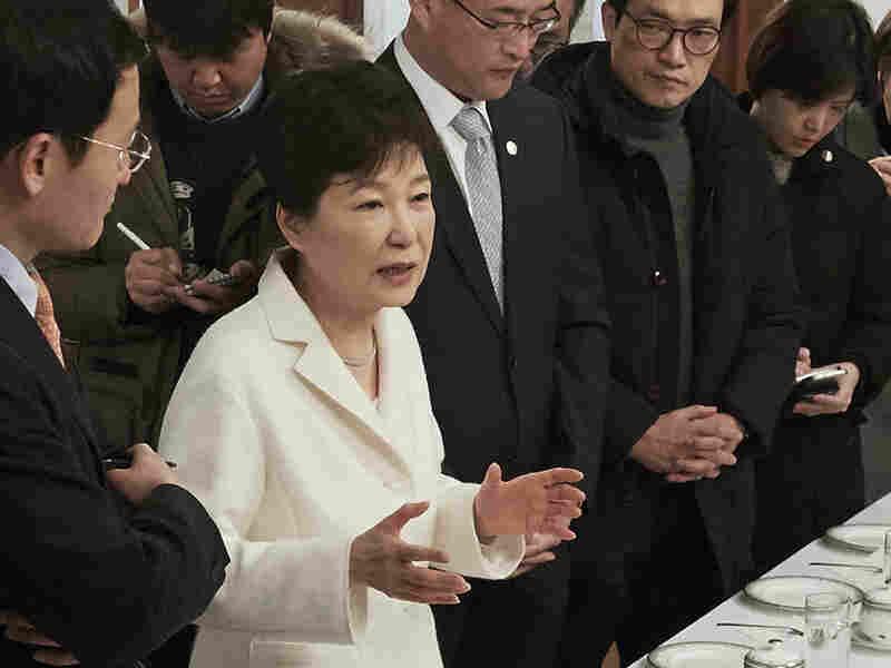South Korea prosecutor to decide on Samsung leader's arrest warrant